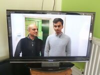 """Toshiba 40"""" LED TV and Universal mounting bracket-excellent working order"""