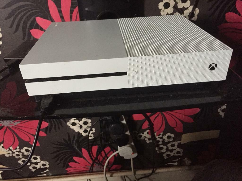 Xbox one s 500 Gb 4 games