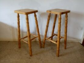 Pair of Solid Pine Country Kitchen Breakfast Bar Stools Turned Legs Circular Seats