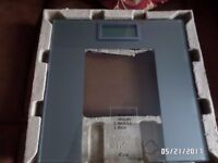 WEIGHT WATCHERS DESIGNER PRECISION ELECTRONIC SCALES.