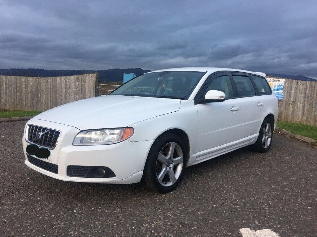 volvo v70 s d5 diesel manual in white 2009 59 in stirling gumtree. Black Bedroom Furniture Sets. Home Design Ideas