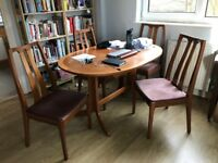 Extendable Dining Table and 4 chairs for Sale