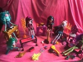 Monster high bundle of 5 dolls with furniture