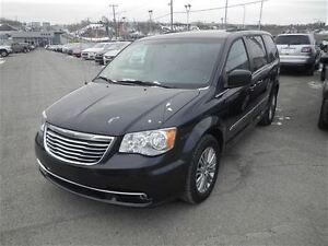 2014 Chrysler Town & Country Touring | Leather | Remote Start |