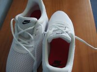 Ladies White Nike Size 7 Comfort Footbed Trainers (new) Lace up.