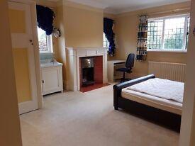 Large Cosy Double Room - In Gerrards Cross Village SL9 8DD (£615 including all bills)