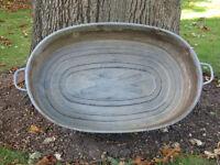 VINTAGE TIN BATH TUB GALVANISED / TUB BABY / PLANTER / POND / WASH DOG - vgc