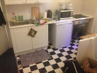 LARGE DOUBLE ROOM -CLOSE TO HARINGEY + FINSBURY PK STATION-OWN KITCHEN -WIFI-£500/MONTH FOR STUDENTS