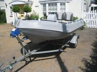 A perfect boat for the family with its low draft is ideal for shallow waters in immaculate condition