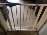 2 Lindum stair gate £10 each