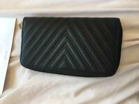 Black plain purse