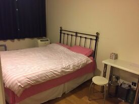 2bed/2bath in Victoria - En suite bath.