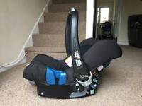 Britax baby - safe plus II (0 - 13Kg) with Isofix Base Car seat