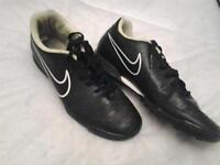 MENS UK SIZE 8 NIKE TRAINERS IN GOOD, CLEAN CONDITION**FREE DELIVERY HULL**