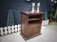 SOLID WOOD (OAK) TV CABINET PROPER CHUNKY ONE WITH 2 DOORS AND 2 SHELVES IN EXCELLENT CONDITION