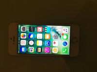APPLE IPHONE 5S 16GB WHITE (UNLOCKED)(EXCELLENT CONDITION)