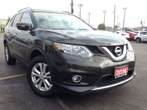 2014 Nissan Rogue SV, Pan Roof, Push Start, Back-Up Cam!