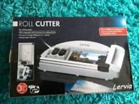 Roll cutter for cutting paper