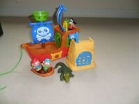 Pirate ship and accessories