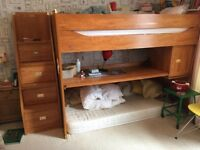 Bunk bed with 3 rd trug bed