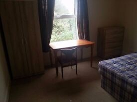Spacious double room for rent in 5 bed property. Mature students or working Professionals