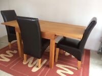 Extendable table and 4 leather dinning chairs for sale . Fantastic condition. Almost like new.