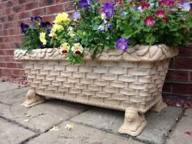 Planters, bird baths, water features & ornaments