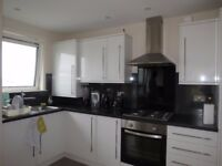 2 Bed Flat in Wandsworth Road, Clapham, London, SW8!Perfect for two professional sharers.