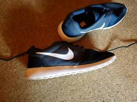 Mens nike trainers worn once size 9