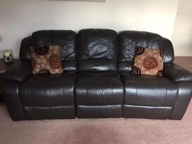 BROWN LEATHER 3 SEATER SETTEE AND 2 ELECTRIC RECLINING CHAIRS V.G.C