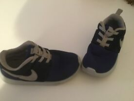 Young boys Nike trainers 9.5