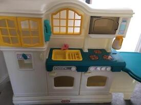 Little tikes country kitchen plus loads of extras