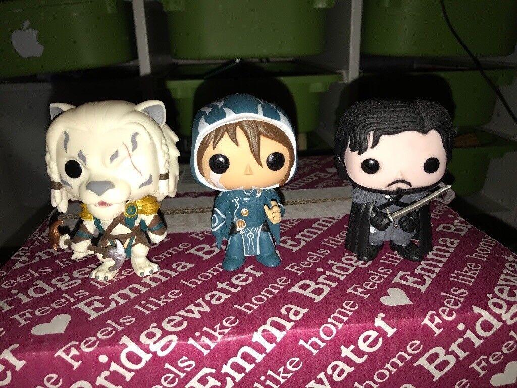 3 Pop figures