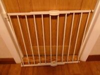Lindam Extending Metal Safety Gate. White Stair Gate