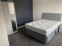 Ensuite Rooms to rent in Hollinswood