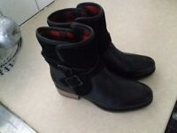 Ladies boots size 6 cost £75 never been worn