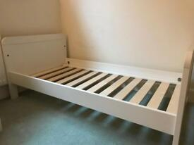 Toddler bed / cotbed
