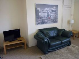 3-bed upper flat in Heaton. Ideal for 3 students/professionals. Available August 2017. £55pp/pw