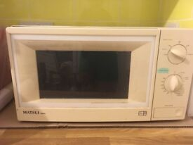 Matsui 800w microwave full size