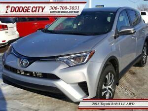 2016 Toyota RAV4 LE | AWD - Cloth Interior, Keyless Entry