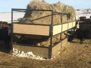Ground feed/round bale feeder