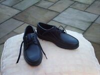 Male black leather shoes at an excellent price