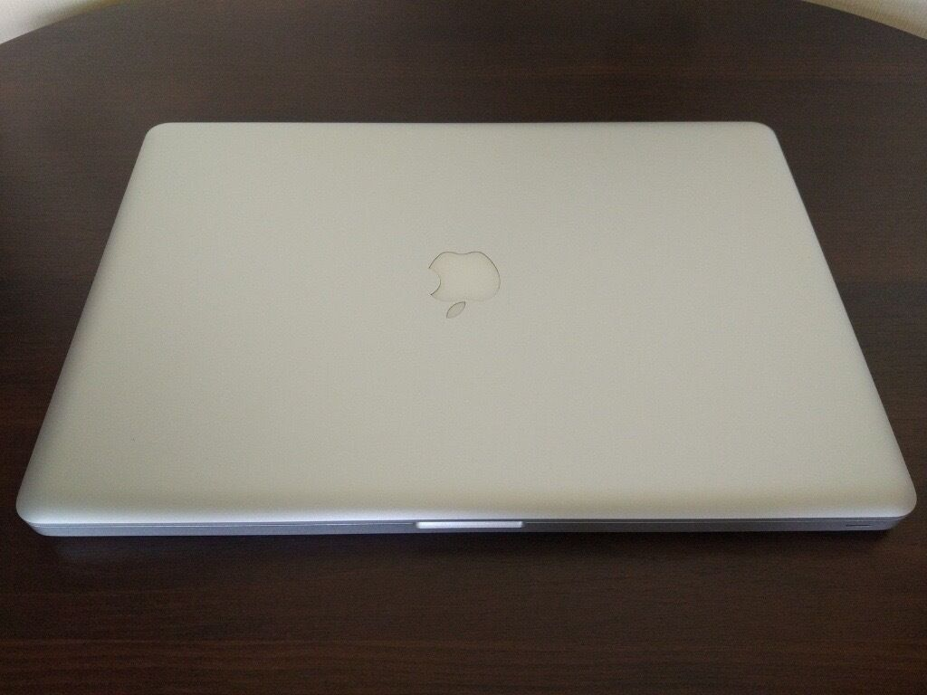 """Apple MacBook Pro 17 inch quad core i7 processorin Brighton, East SussexGumtree - Apple MacBook Pro 17"""" A1297 i7 2.3 GHz/8 RAM/1000GB Laptop 17.0 inch LED backlit 1920x1200 resolution display Apple OSX Sierra operating system This is a pre owned in excellent condition Macbook Pro. It has been tested and is fully functional. It..."""