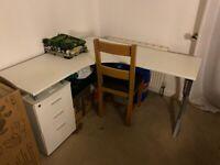 Beautiful large L-shaped office desk (white)