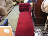 A BEAUTIFUL DEEP RED VELVET CHAISE LOUNGE