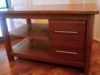 Beautifull solid oak tv/coffee table,in exellent condition.