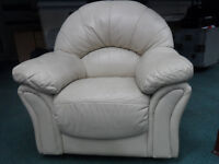 LEATHER DESIGNER ARMCHAIR IN VERY GOOD CLEAN COMFY MOVING HOUSE DELIVER FREE ECCLES LOCAL M30 0WA