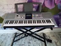 Yamaha PSR-E323 in great condition with stand and seat