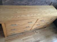 Fantastic solid oak chest of drawers/dresser excellent condition