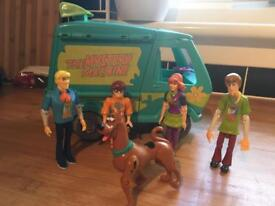 Scooby doo mystery machine and character figures